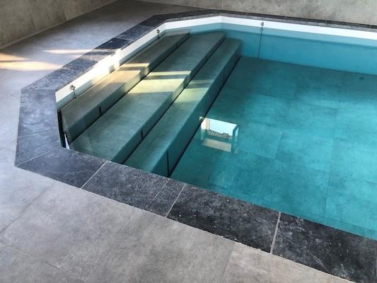 Fond mobile piscine, avec escalier intégré