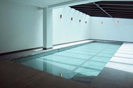 Fond mobile, complément prestigieux de votre piscine